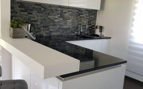 küche mit thekenaufbau